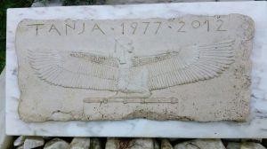 burney bavelaar - grafmonument - relief isis