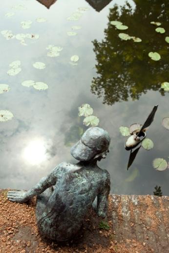 Bronzen beelden buiten - Waterkant Weesp